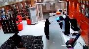 """حادثة تهز السعودية.. معركة بين """"ملتحي"""" و""""منتقبة"""" في جازان وكشف سبب جنسي صادم (فيديو)"""