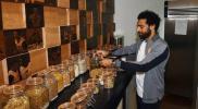 """احتفاء جنوني بـ """"محمد صلاح"""" في دبي.. تكسير 2000 طبق بأحد المطاعم"""