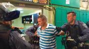 قوات الاحتلال تعتقل شابا بعد الاعتداء عليه في باب المجلس - الاثنين 28 أيلول 2015