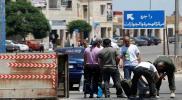 غارات ليلية على منازل السوريين ببلدة مسيحية لبنانية.. وطردهم تحت تهديد السلاح (فيديو)