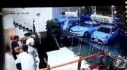 واقعة مؤسفة بين شاب وفتاة سعودية داخل مطعم.. وتحرك عاجل من الشرطة (فيديو)