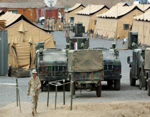 تحركات مفاجئة داخل قاعدة عسكرية سعودية..وتعزيزات أمريكية..ماذا يحدث في الخليج؟