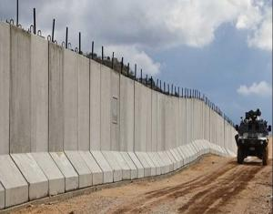 """جيش الاحتلال يبني جدارًا أمنيًا على الحدود الأردنية لـ""""حماية مطار قريب"""""""