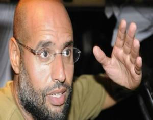 """أنباء عن """"صفقة سرية"""" لإعادة نجل القذافي إلى الحكم في ليبيا"""