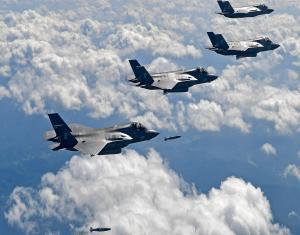 """صراع أمريكا والصين في الإمارات.. منتجات """"هواوي"""" تهدد صفقة """"إف-35"""""""