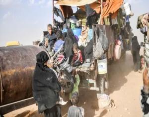 """40 امرأة و41 طفلًا من دمشق عالقين بين مناطق النظام وميليشيات """"قسد"""" بمنبج"""