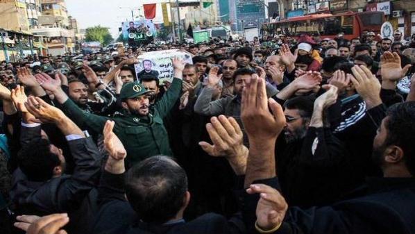 بالصور...إيران تشيّع قياديّاً في الحرس الثوريّ قُتِل في معارك سوريا