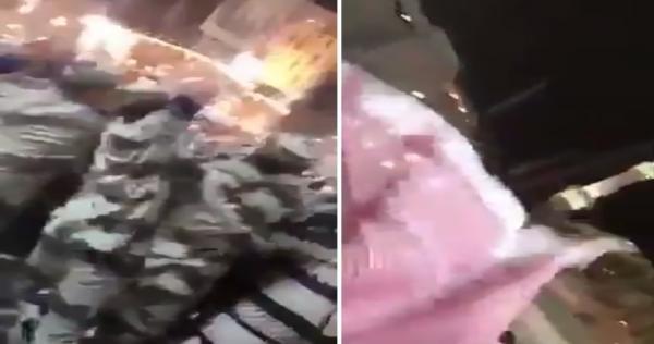 حادثة تهزُّ المسجد الحرام.. 3 عسكريين سعوديين يرتكبون فعلًا صادمًا والنساء تصرخ (فيديو)   الدرر الشامية