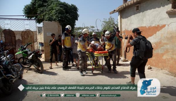 فرق الدفاع المدني تقوم بإخلاء الجرحى نتيجة القصف الروسي على بلدة بنين بريف إدلب (صور)