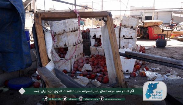 جانب من آثار الدمار نتيجة استهداف طيران الأسد لسوق الهال في مدينة سراقب شرق إدلب (صور)