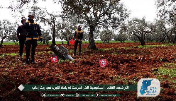 آثار قصف القنابل العنقودية الذي تعرضت له بلدة النيرب في ريف إدلب