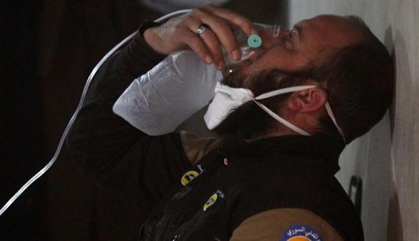 النظام يقصف سراقب بالغازات السامة ورسيا تصعد ضرباتها الجوية على إدلب