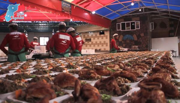 منظمة ألفة للإغاثة الإنسانية تقوم بتجهيز مئات الوجبات الرمضانية يومياً للنازحين في الشمال المحرر