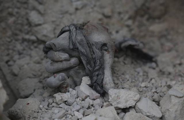 """الغوطة الشرقية تغرق في """"الدماء"""".. ورابع أيام حملة النظام وروسيا تنتهي بمقتل 43 مدنيًّا"""