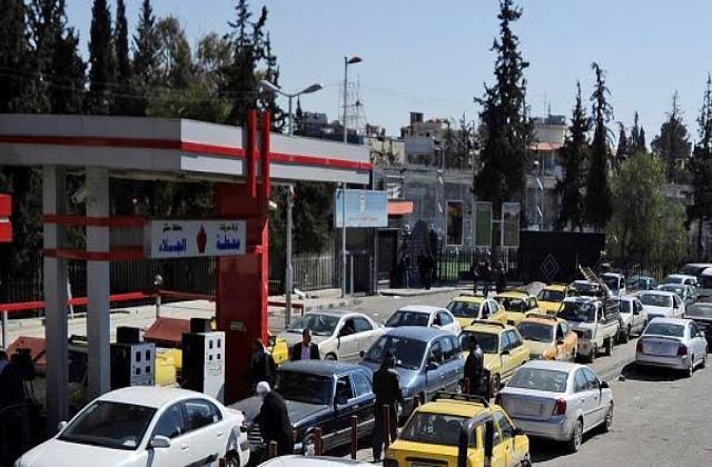 أزمة وقود جديدة في حماة.. والنظام يبرر فشله بانتهاء الامتحانات