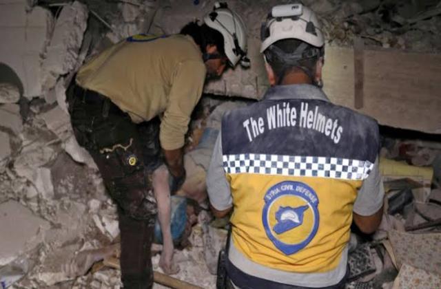 نظام الأسد يواصل قصفه على إدلب ويوقع ضحايا مدنيين في بسقلا وكفرومة