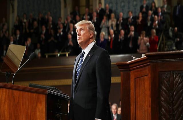 """على وقع الحملة الروسية ضد إدلب.. رسالة عاجلة من 400 عضوًا بـ""""الكونغرس"""" لـ""""ترامب"""" بشأن سوريا"""