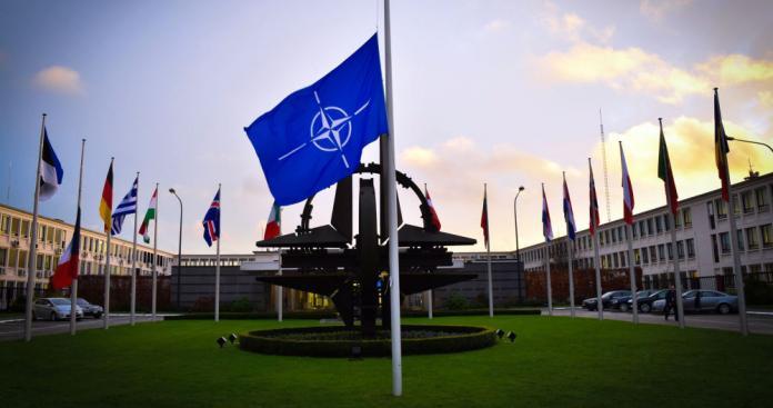 أول تعليق من حلف الناتو على الضربات الغربية المرتقبة على نظام الأسد