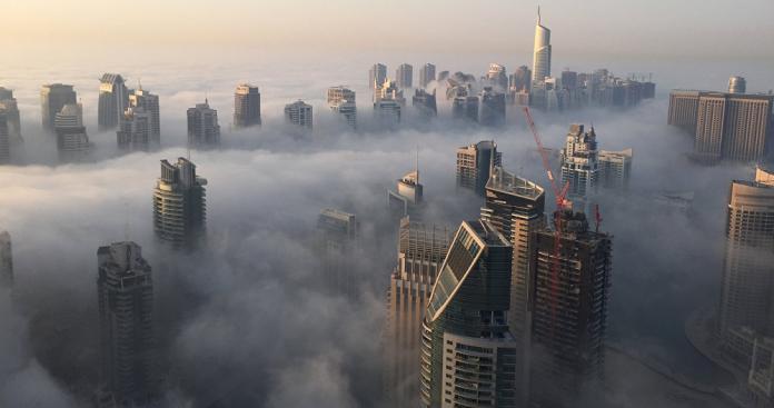 """بالفيديو.. ظاهرة """"فريدة"""" تظهر في سماء دولة الإمارات"""