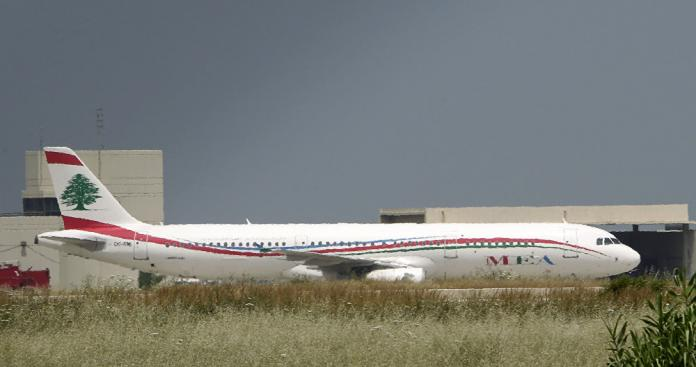 """شاهد.. ربانة طائرة لبنانية تثير دهشة العالم بهبوطها """"الاستثنائي"""" في لندن"""