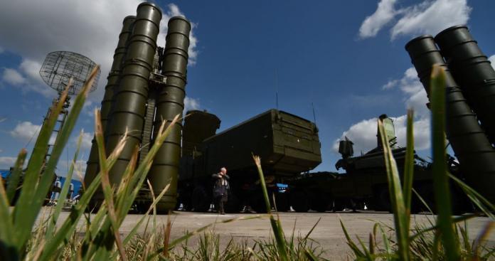 """صحيفة روسية تكشف سبب عدم استخدام """"إس-300"""" لحماية دمشق من ضربات إسرائيل"""