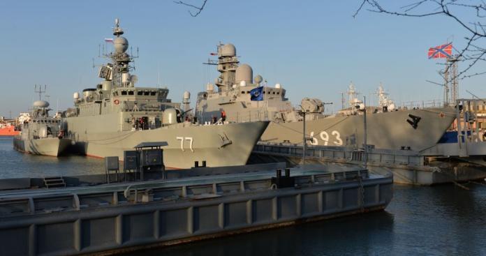 إيران تواصل استفزاز أمريكا والخليح.. إعلان عن تطورات ومعدات عسكرية مفاجئة