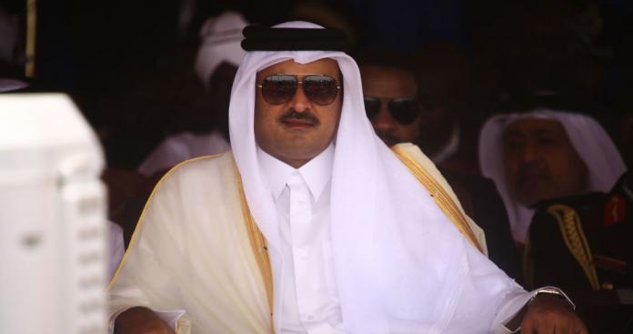 """أمير قطر يصدر قرارات """"عاجلة"""" تشمل تغييرات داخلية"""
