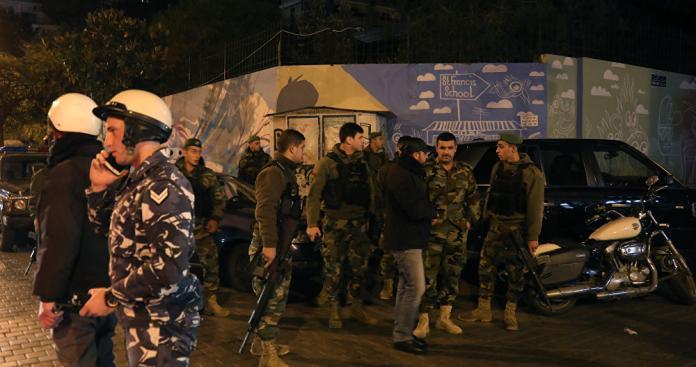 """شاهد.. إطلاق نار وسط بيروت بسبب """"وآتساب"""".. ماذا يحدث في لبنان؟! (فيديو)"""