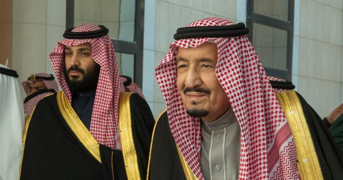 شاهد.. صورة نادرة للملك سلمان ومحمد بن سلمان تثير ضجة بمواقع التواصل بالمملكة
