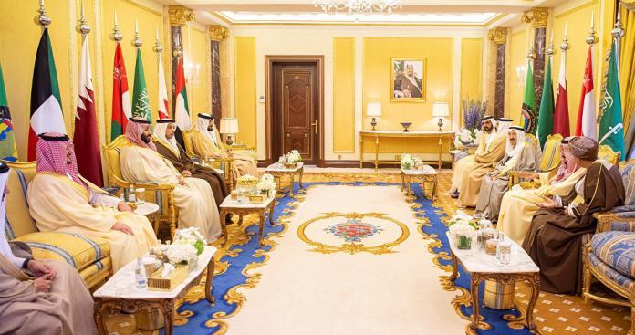 """بيان إماراتي """"هادئ"""" يمهد لحل الأزمة الخليجية بالحوار"""