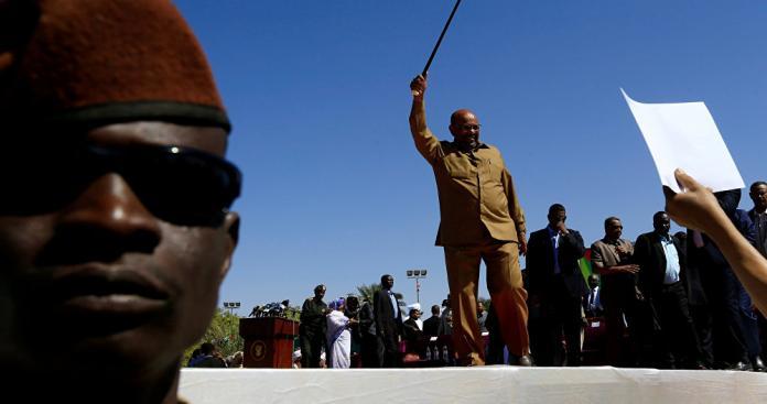 الرئيس السوداني يكشف حقيقة ما تقوم به الإمارات في احتجاجات السودان