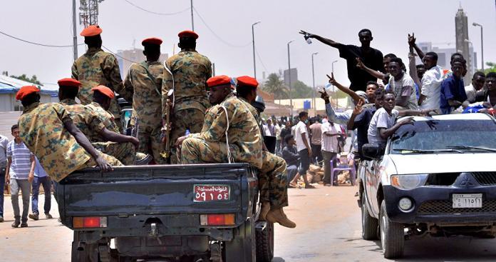 السودان تغلي.. ضباط يقسمون على رفع السلاح في هذه الحالة