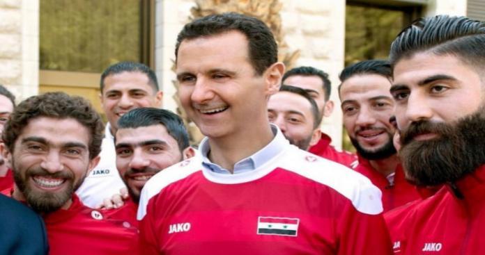 """حمل علم الثورة في مبارة لـ""""منتخب الأسد"""" بالكويت.. هذا ما حدث له (فيديو)"""