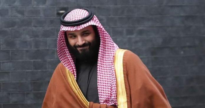 """مذيع الجزيرة يشعل """"تويتر"""" السعودية بعد """"ملاحظة غريبة"""" عن """"محمد بن سلمان"""""""