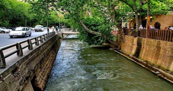 نهر بردى الشهير قرب دمشق يتحول لمكب قمامة في عهد نظام الأسد (صور)