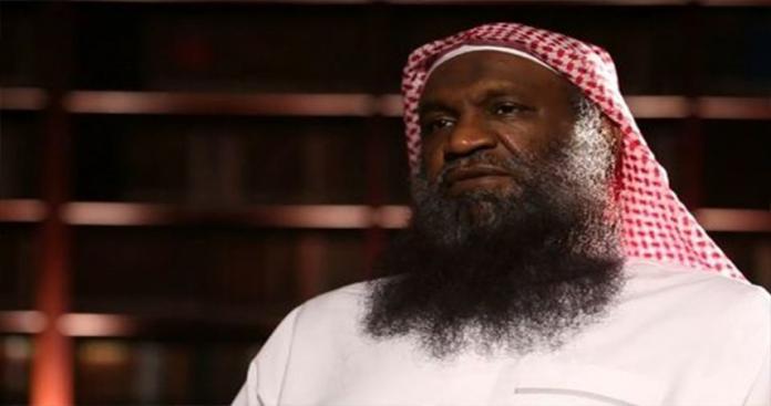 """مغرد قطري يصف عادل الكلباني بـ""""العبد"""".. ورد غير متوقع من الأخير فتح عليه باب جهنم! (صور)"""