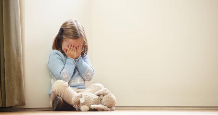 في جريمة غير معهودة.. أم تعذب ابنتها حتى الموت وتبرر لنفسها أمام المحكمة