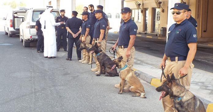 الكلاب أخذت رشوة لعدم الشم.. جدل حول تقرير عن فساد كلاب الجمارك بالكويت