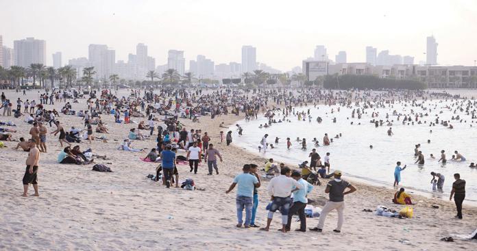 مقطع فيديو لحفل رقص على أحد شواطئ الكويت في العيد يثير ضجة (شاهد)