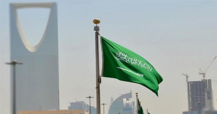 السعودية تبدأ في تطبيق قرارات مهمة للسعوديين والوافدين