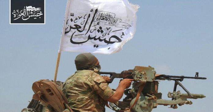 """قيادي في """"جيش العزة"""" يكشف أكبر مكسب حققته الفصائل في معارك حماة"""