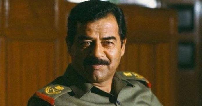 """للمرة الأولى منذ خلعه.. عراقيون يخرجون للشوارع يهتفون باسم """"صدام حسين"""" (فيديو)"""