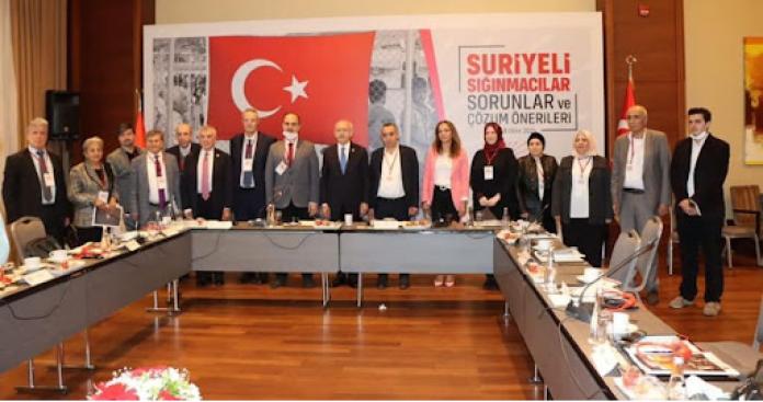 سوريون يتهمون زعيم المعارضة التركية بإطلاق تصريحات متناقضة مع تعهداته خلال لقائهم