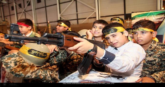 هيومن رايتس ووتش: إيران تجند الأطفال للقتال في سوريا بدلاً من ذهابهم إلى المدارس
