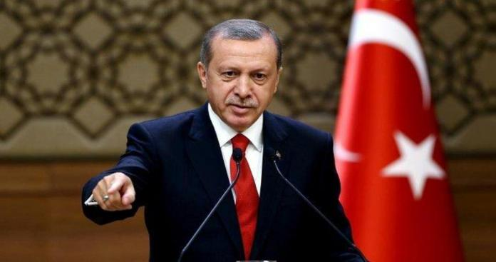 """بالصور.. ما سر وضع """"أردوغان"""" خريطة للولايات التركية بمكتبه؟"""