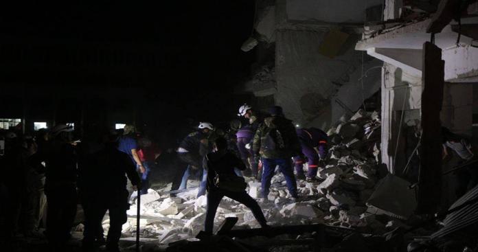 """عشرات القتلى والجرحى في انفجار مفخخة استهدفت مبنى لـ""""حكومة الإنقاذ"""" بإدلب (صور)"""