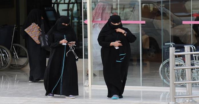 أزمة جنسية.. سيدات الخليج يثرن أزمة في الكويت وسط تدخل لمجلس الأمة