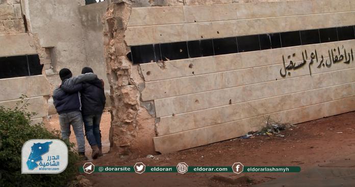"""أزمة تواجه التعليم في ريف حلب بعد توقف الدعم..ومسؤول يشرح لـ""""الدرر الشامية"""" التفاصيل (صور)"""
