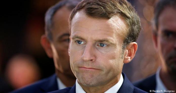 """تغريدة لـ""""ماكرون"""" بالعربية تثير جدلاً في فرنسا ولبنان"""