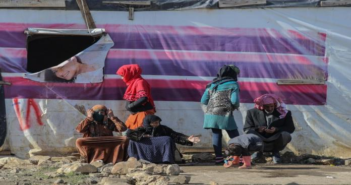 منظمة إنسانية تدين تفكيك مساكن اللاجئين السوريين بالمخيمات اللبنانية
